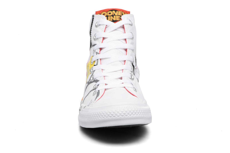 Baskets Converse Chuck Taylor All Star Looney Tunes Hi Blanc vue portées chaussures