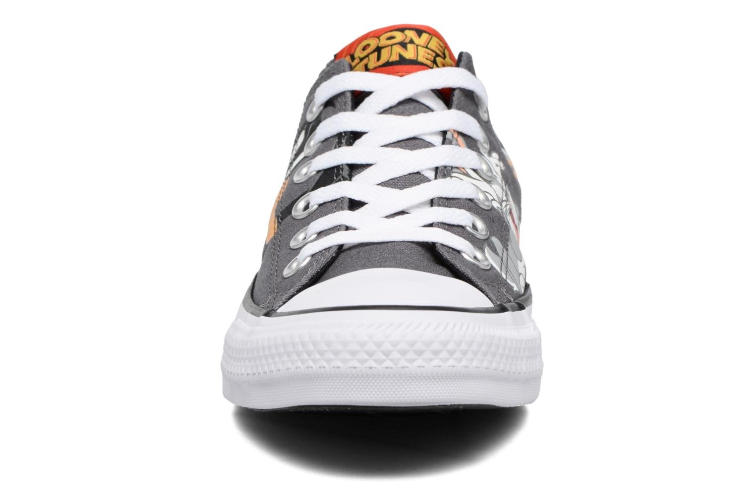Baskets Converse Chuck Taylor All Star Looney Tunes Ox W Multicolore vue portées chaussures
