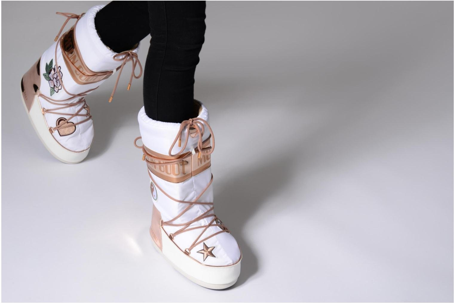 Ankle boots Moon Boot Moon Boot Peace Love White view from underneath / model view