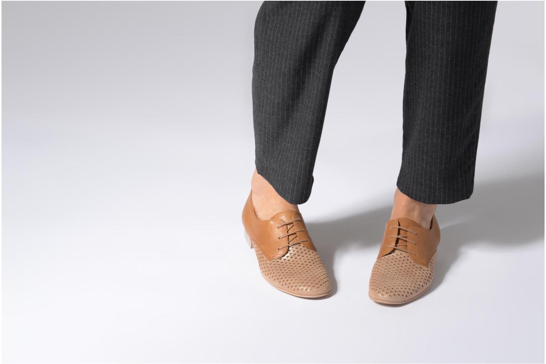Chaussures à lacets Karston Joie Marron vue bas / vue portée sac