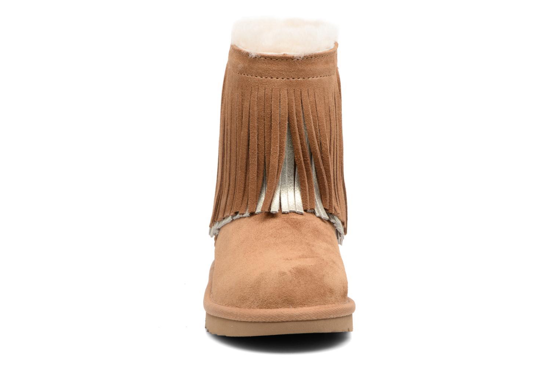 Bottes UGG Classic Short II Fringe Marron vue portées chaussures