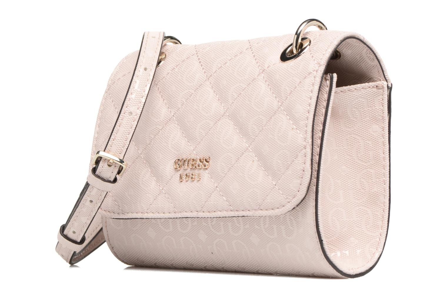 Borse Guess Seraphina Mini Crossbody Flap Rosa modello indossato