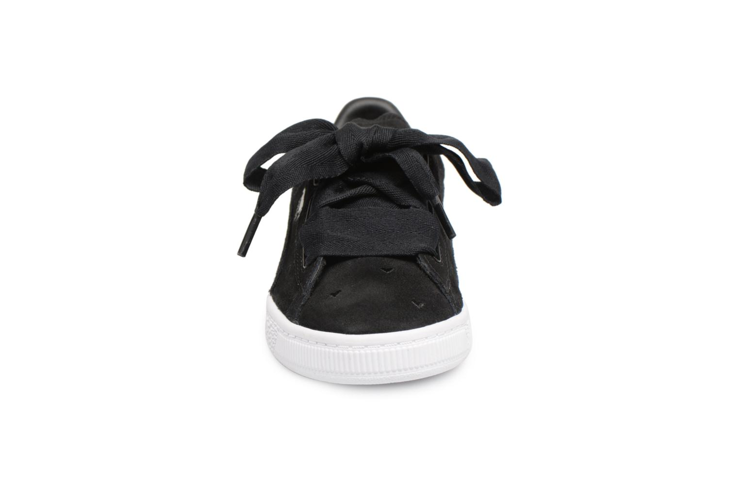Trainers Puma Suede Heart Valentine Black model view