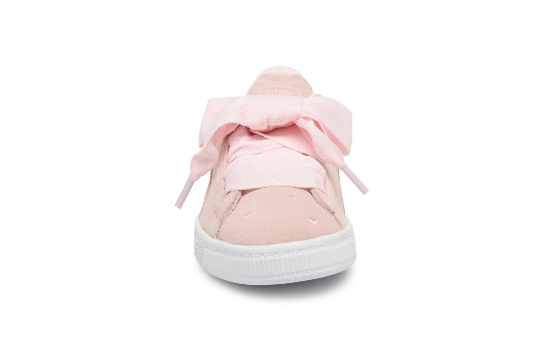 Sneakers Puma Suede Heart Valentine Rosa bild av skorna på