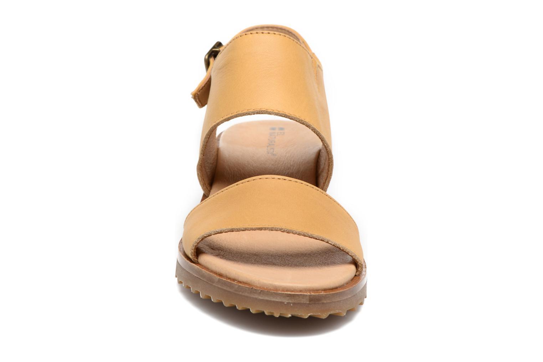 Sandales et nu-pieds El Naturalista Sabal N5010 Jaune vue portées chaussures