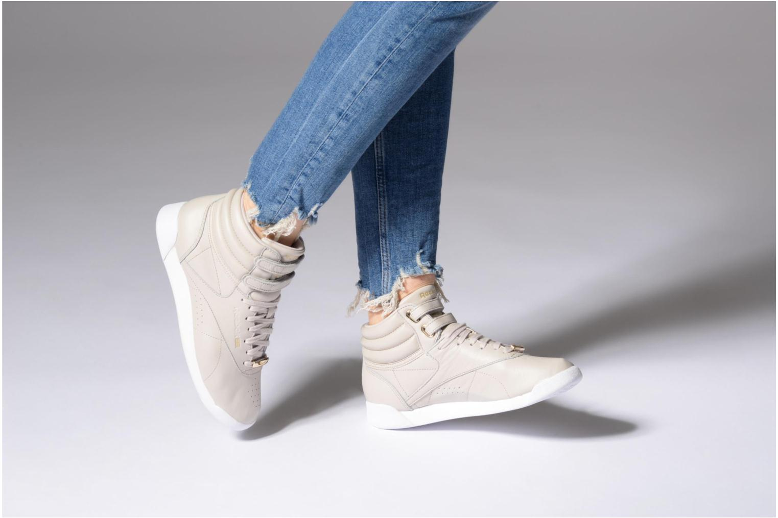Sandstone/White Reebok Freestyle Hi Muted (Gris)