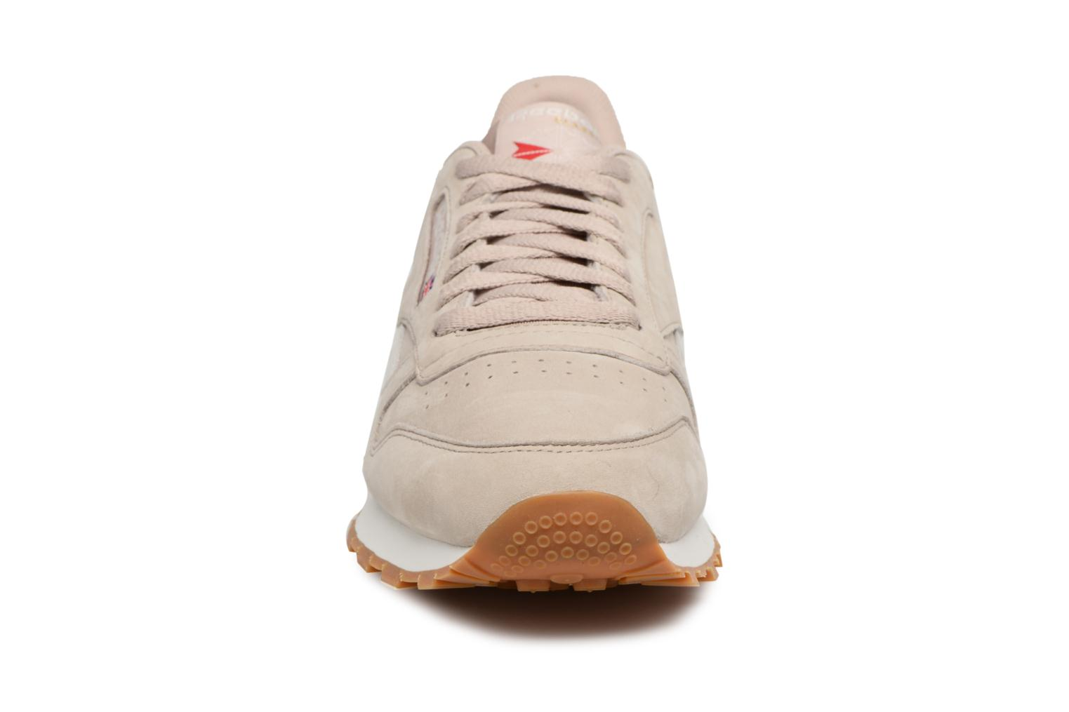 Soapstone/Chalk/Excellent Red/Gum Reebok ClassicLeather Tl (Vert)