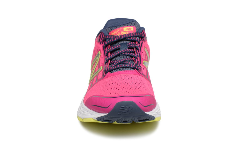 Chaussures de sport New Balance W680L Rose vue portées chaussures