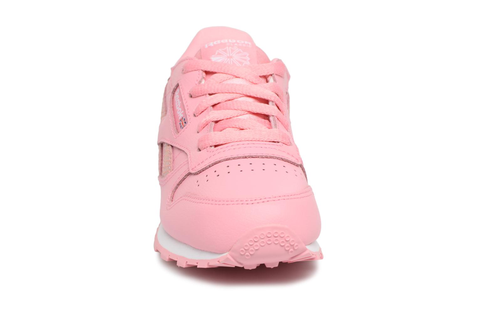 Sneakers Reebok Cl Leather Spring Rosa modello indossato