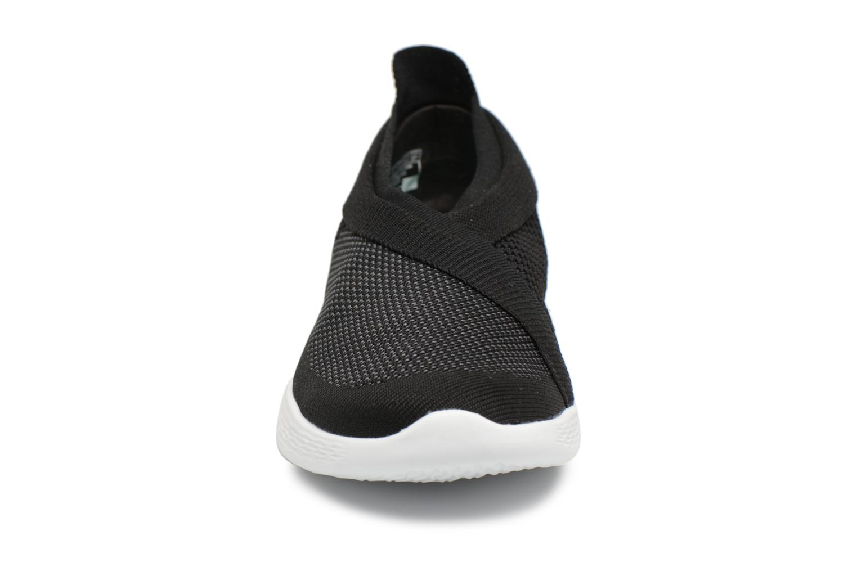 Sneakers Skechers You-Luxe Sort se skoene på