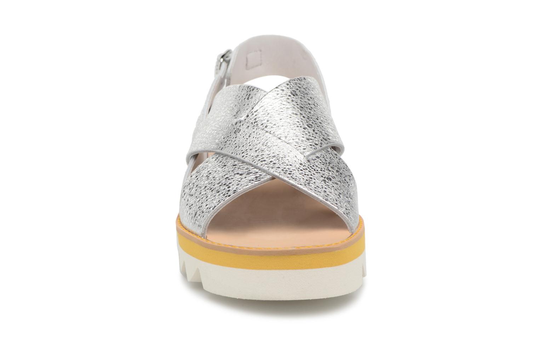 Sandales et nu-pieds COSMOPARIS VAFILI/MET Argent vue portées chaussures