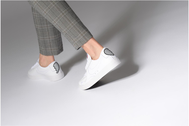 Baskets Nike W Blazer Low Se Lx Blanc vue bas / vue portée sac