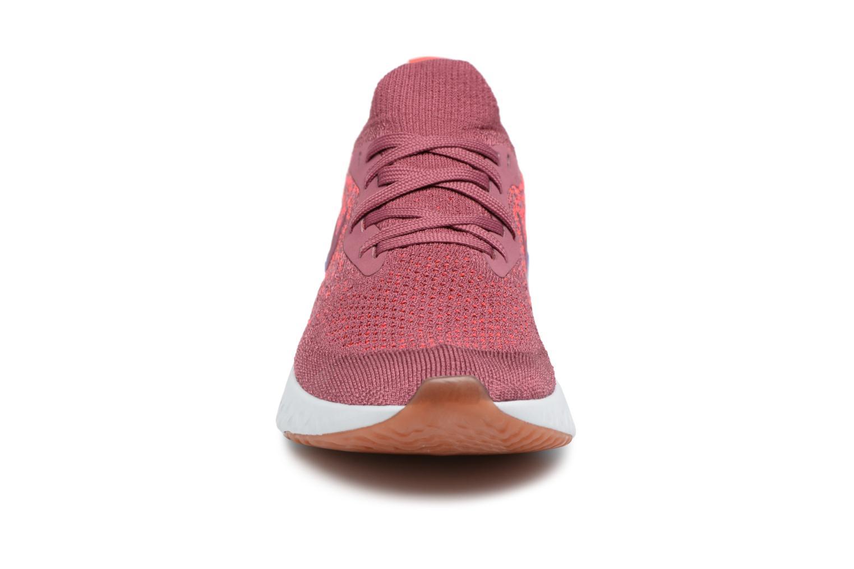 Chaussures de sport Nike Wmns Nike Epic React Flyknit Rouge vue portées chaussures