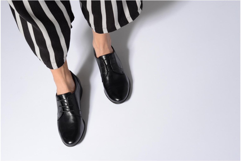 Chaussures à lacets Tamaris Coriandre Noir vue bas / vue portée sac