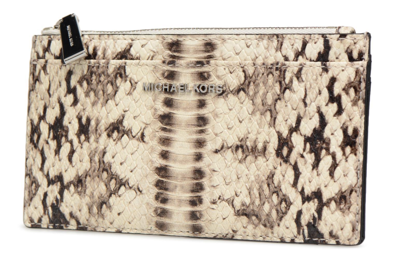 Marroquinería pequeña Michael Michael Kors LG Slim Cardcase Beige vista del modelo