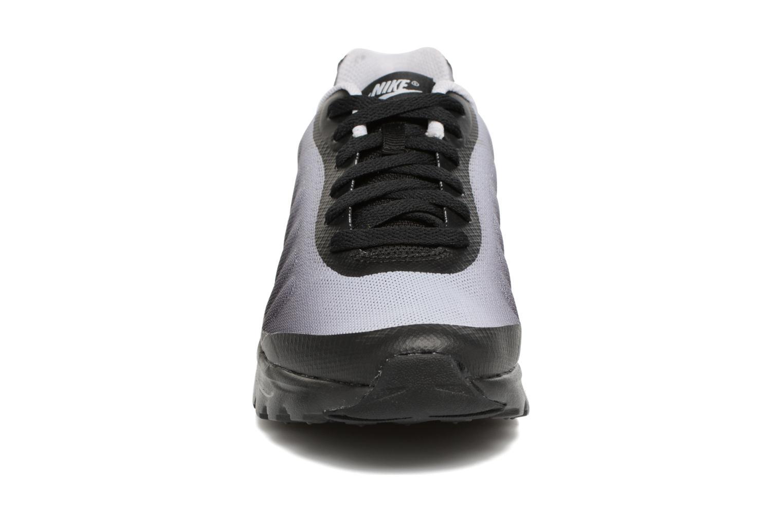 Baskets Nike Air Max Invigor Print (Gs) Gris vue portées chaussures