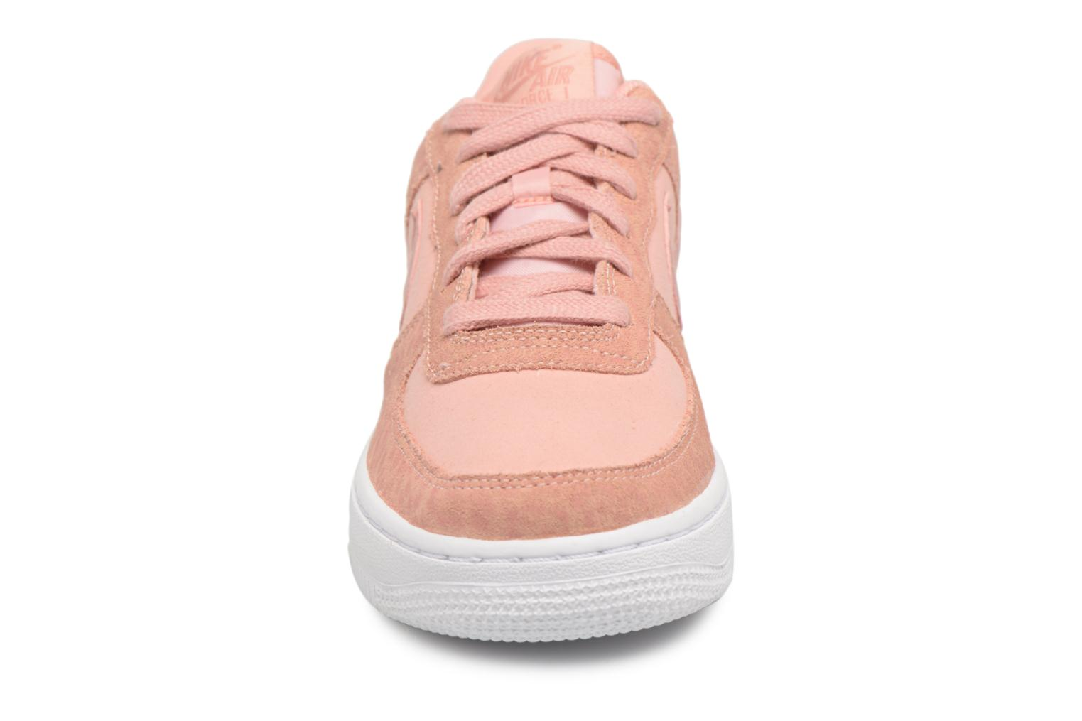 Baskets Nike Nike Air Force 1 Lv8 (Gs) Rose vue portées chaussures