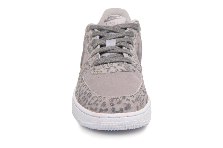 Baskets Nike Nike Force 1 Lv8 (Ps) Gris vue portées chaussures
