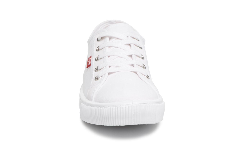 Baskets Levi's Malibu W Blanc vue portées chaussures