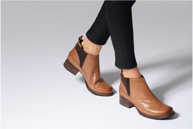 Bottines et boots Clarks Monica Pearl Marron vue bas / vue portée sac