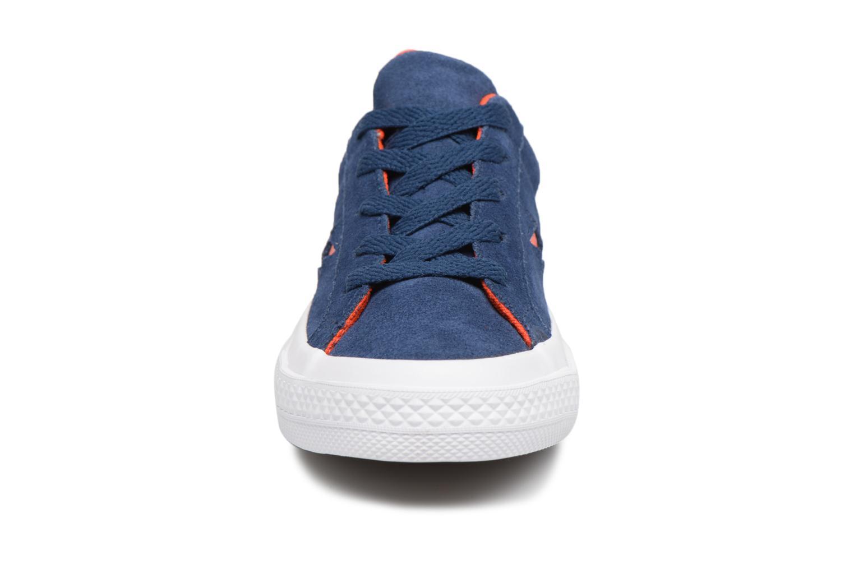 Baskets Converse One Star Ox Molded Varsity Star Bleu vue portées chaussures
