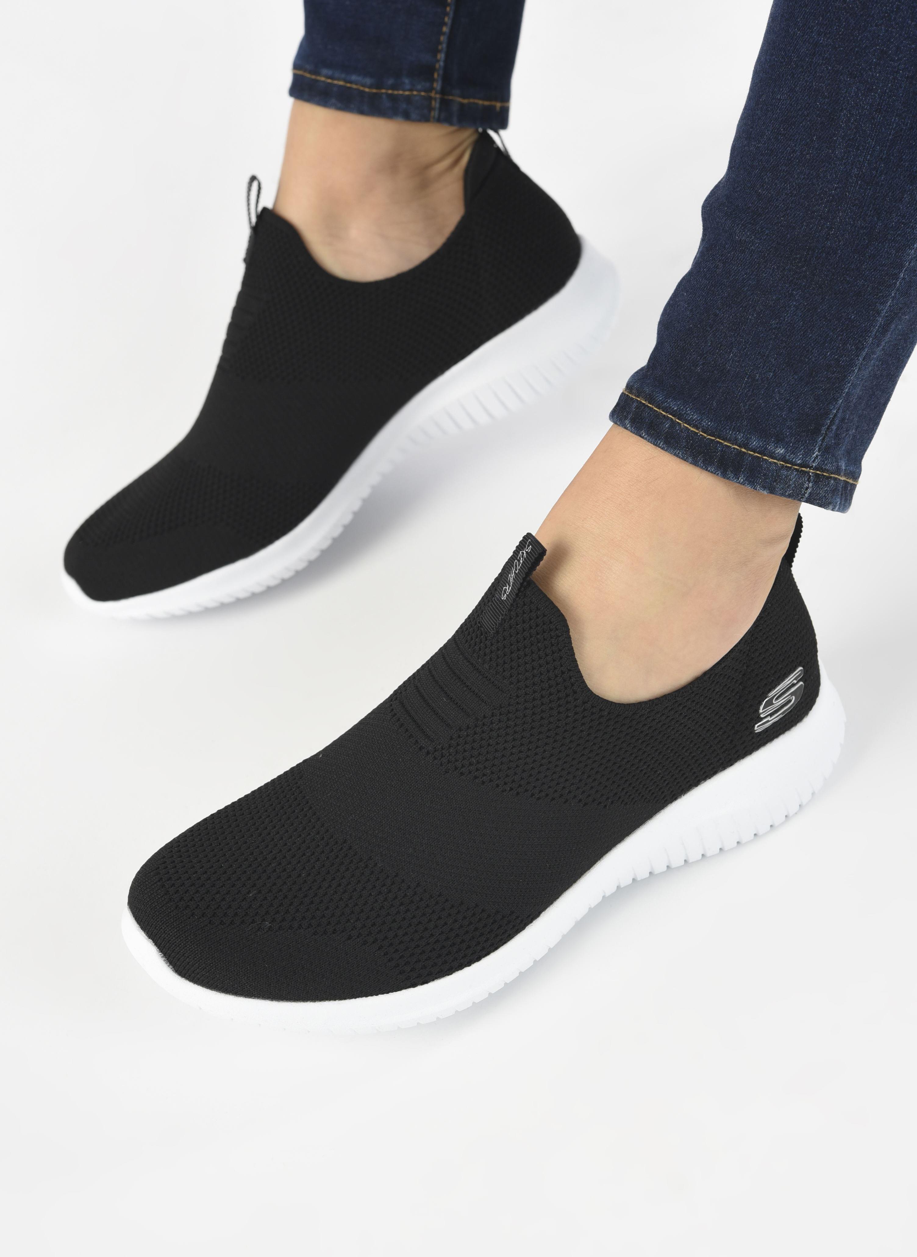 Chaussures de sport Skechers Ultra Flex First Take Noir vue bas / vue portée sac