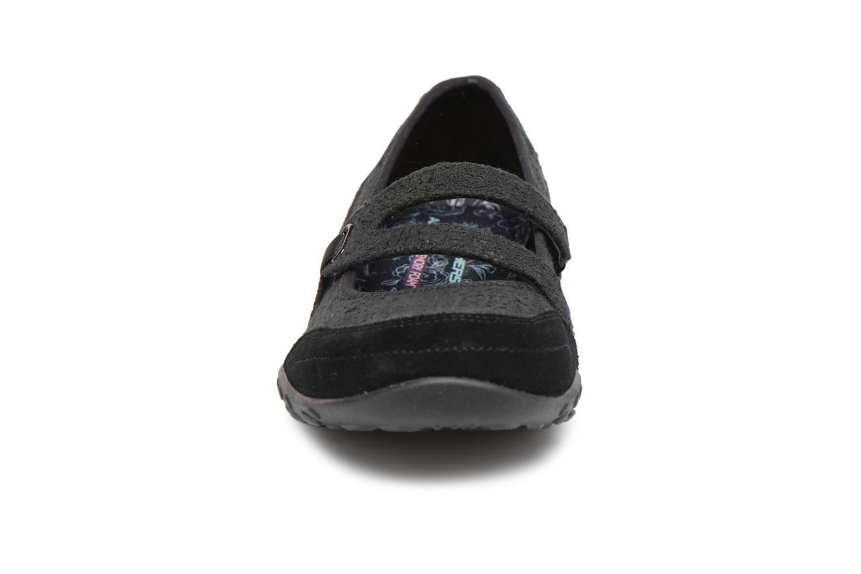 Ballerines Skechers Breathe-Easy Pretty Swagger Noir vue portées chaussures