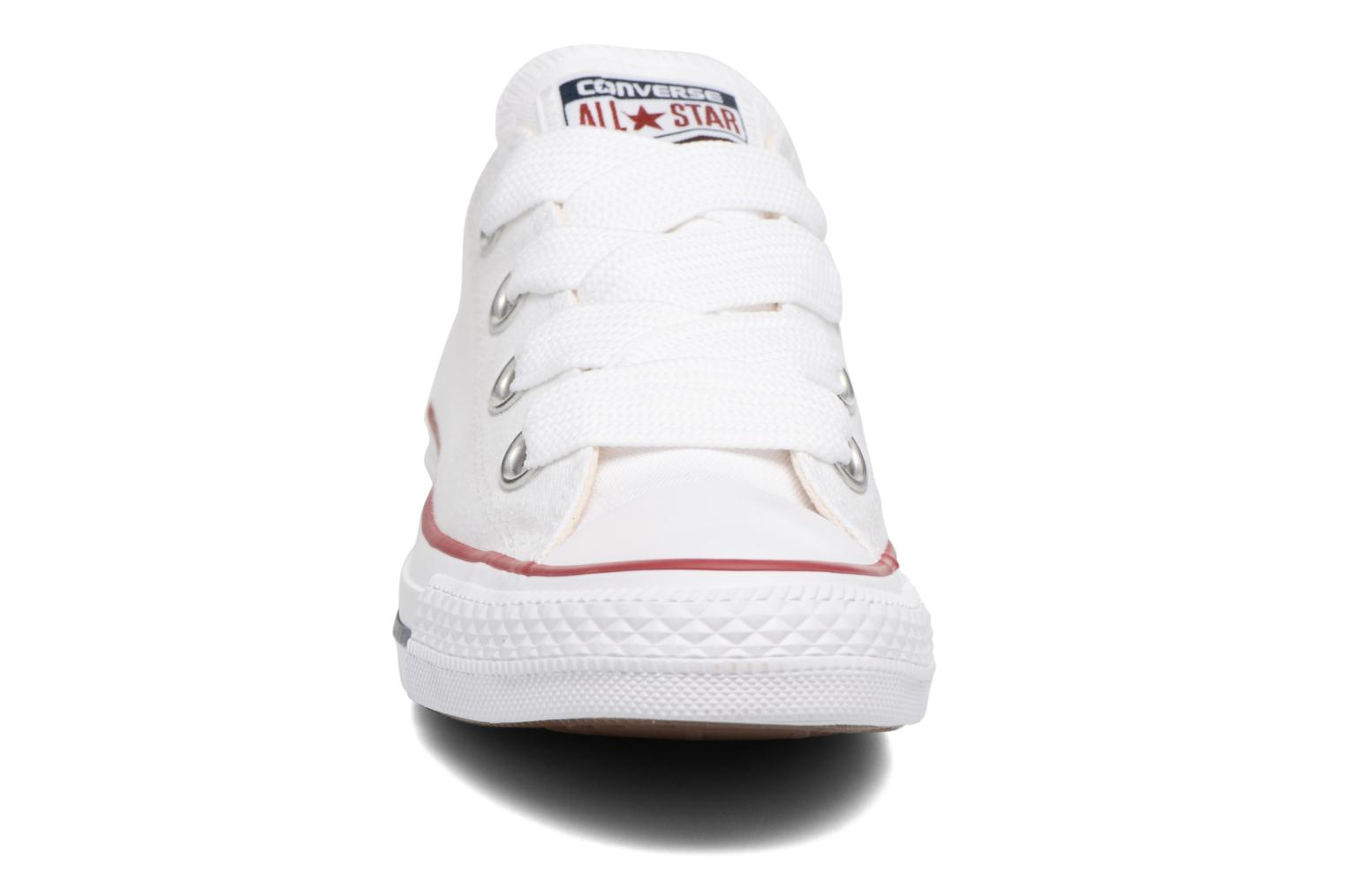 Baskets Converse Chuck Taylor All Star Big Eyelets Ox Blanc vue portées chaussures