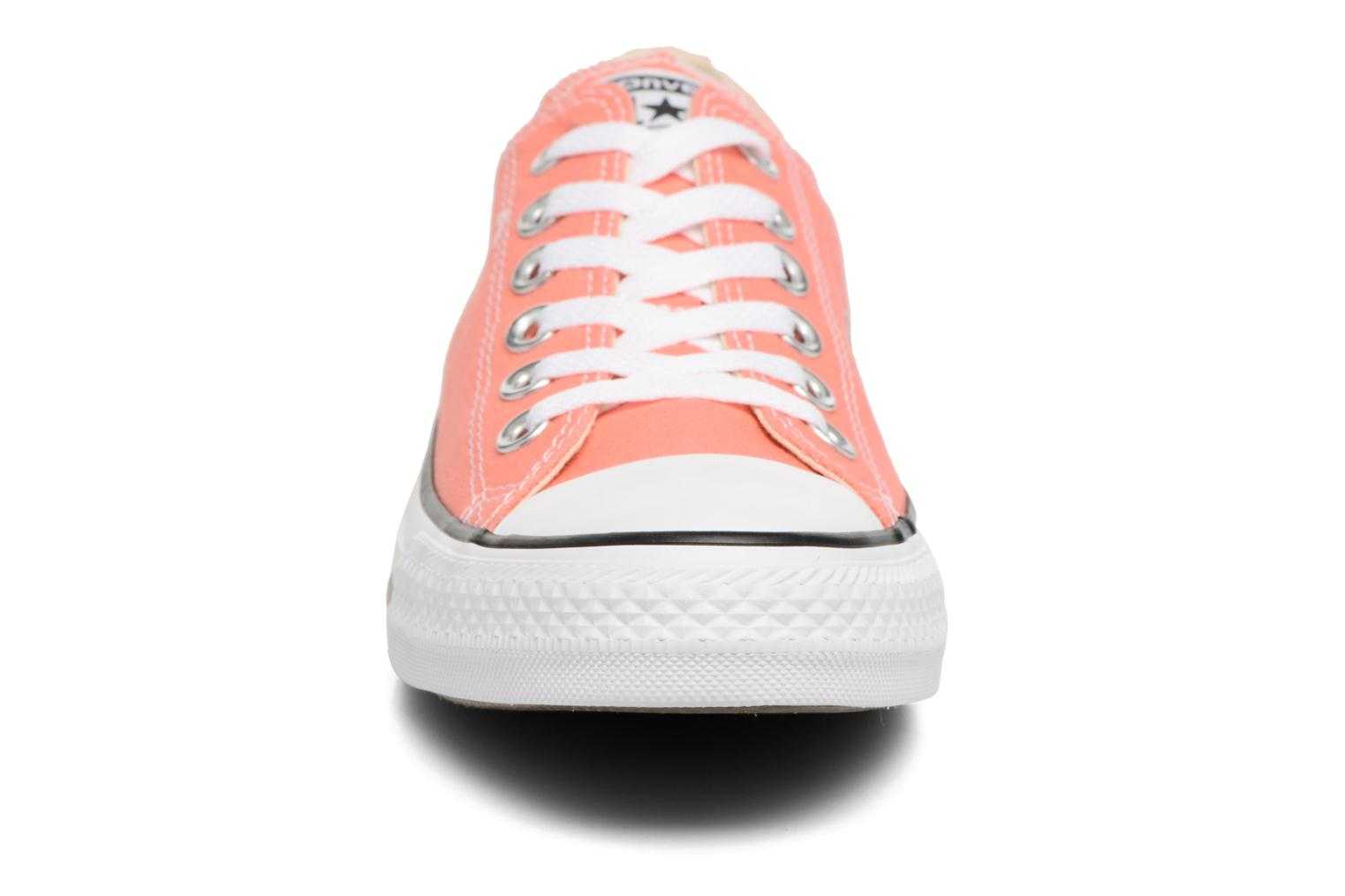 Baskets Converse Chuck Taylor All star Classic Rouge vue portées chaussures