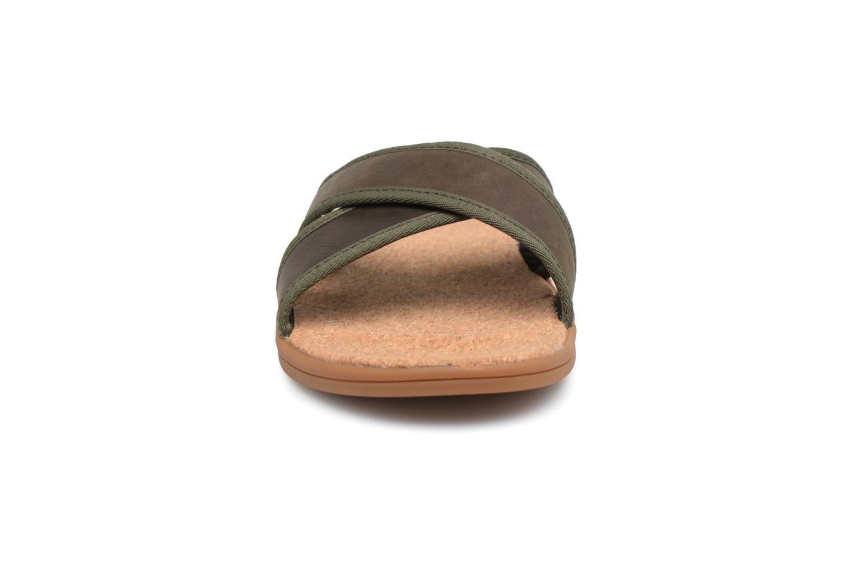 Sandales et nu-pieds UGG Seaside Slide Marron vue portées chaussures