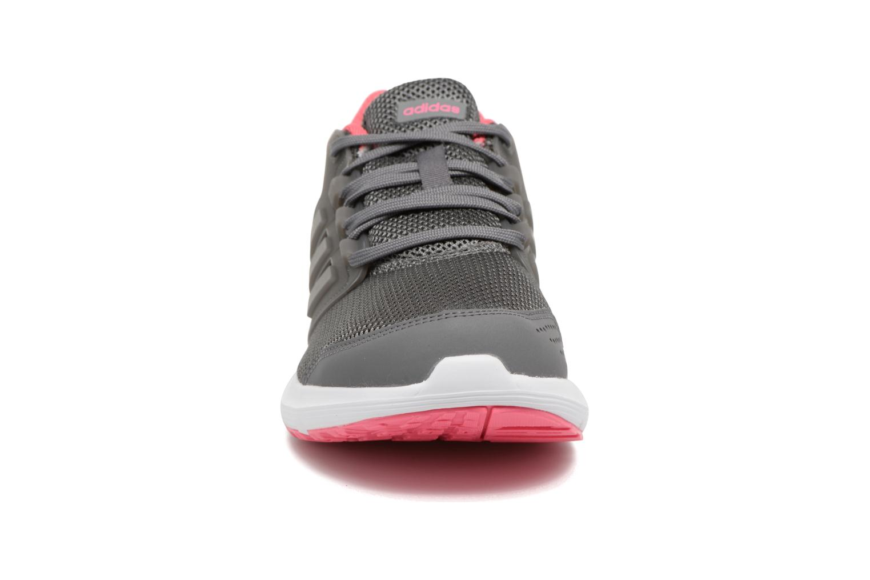 Chaussures de sport Adidas Performance Galaxy 4 Gris vue portées chaussures