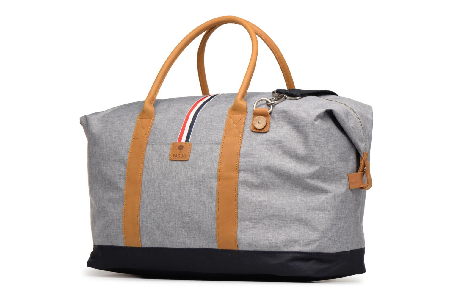 Bagages Faguo WEEKENDER09 Gris vue portées chaussures