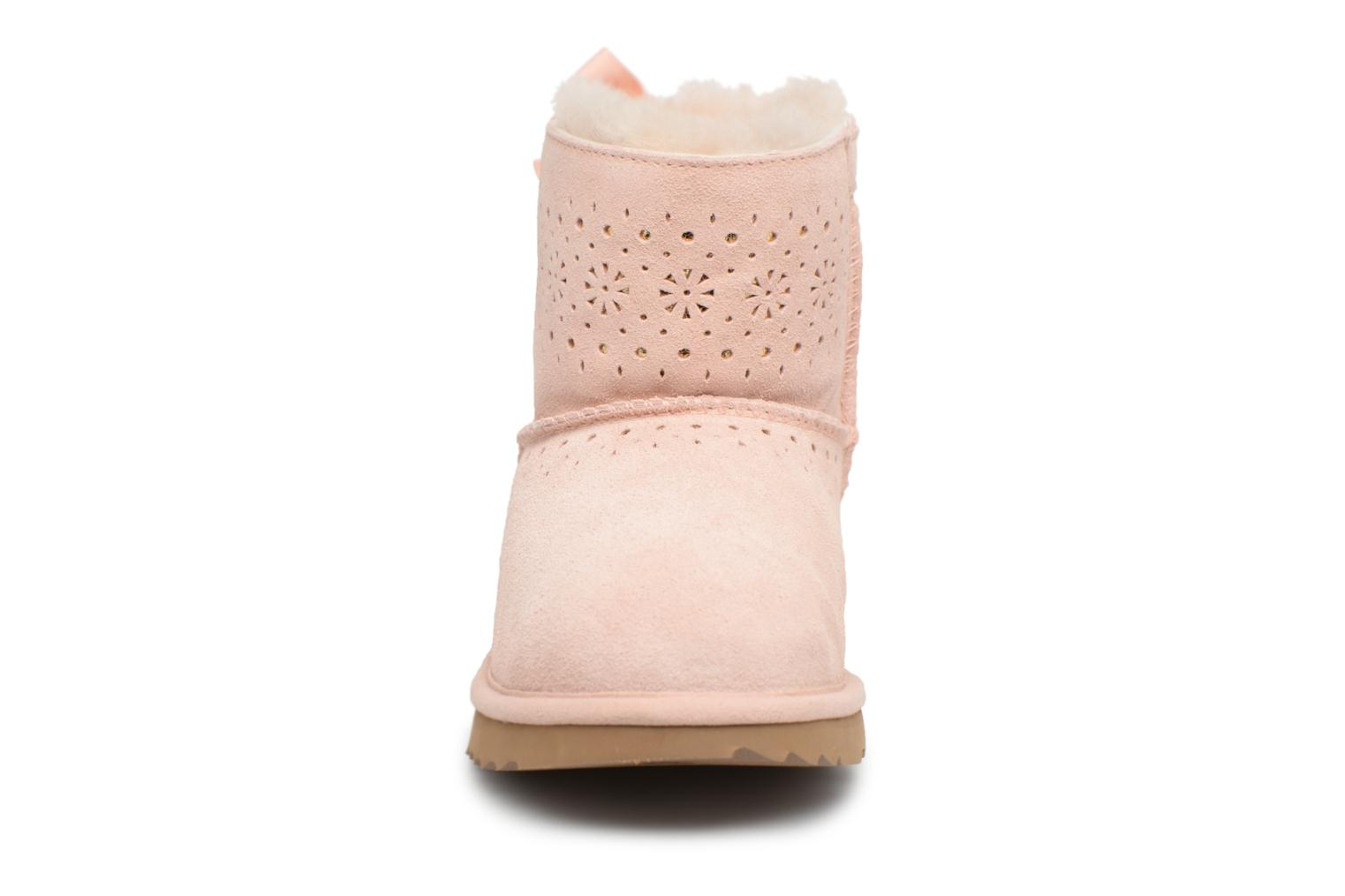 Bottes UGG Dae Sunshine Perf Rose vue portées chaussures